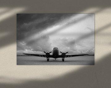 C-47 Dakota on the flightline van Sebastiaan Hamming