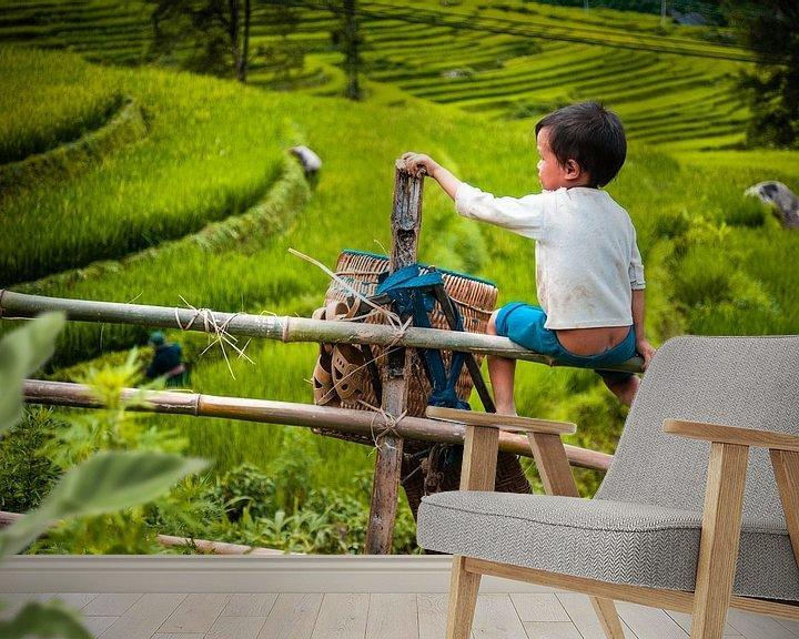 Sfeerimpressie behang: Kind op hek van Sebastiaan Hamming
