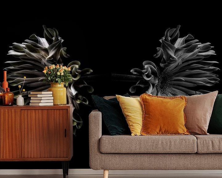 Sfeerimpressie behang: De weerspiegeling van de bloem van Steven Dijkshoorn