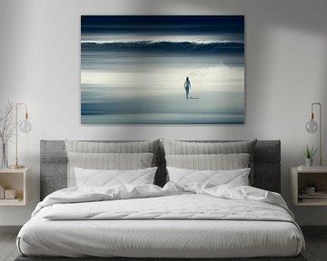 Ze zag het aankomen - strand scène van Dirk Wüstenhagen
