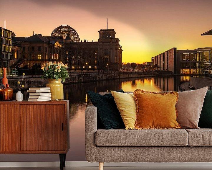 Sfeerimpressie behang: Reichstaggebouw Berlijn bij zonsondergang van Frank Herrmann