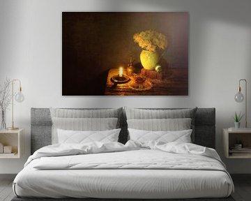 Nature morte avec jonquilles, style Caravaggio. sur Saskia Dingemans