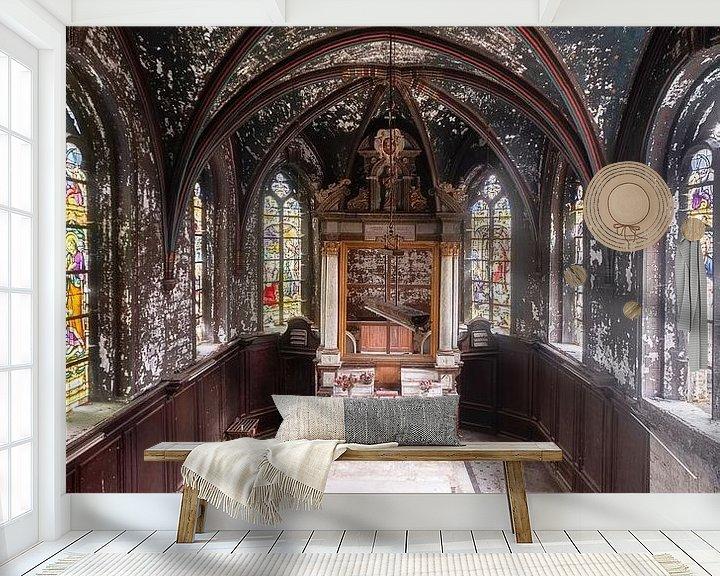 Sfeerimpressie behang: Kapel in Verval. van Roman Robroek