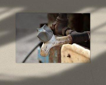 Wasserhahn am Waschbecken von Heiko Kueverling