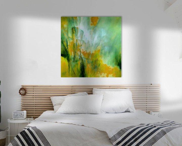 Sfeerimpressie: Abstracte compositie: Geel ontmoet groen van Annette Schmucker