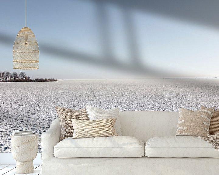 Sfeerimpressie behang: Uitzicht over Gouwzee van Johan Zwarthoed