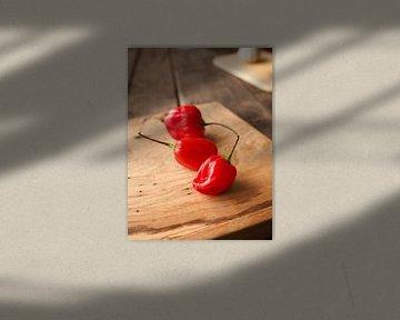 Piment Habanero chaud et épicé sur bois rustique sur Andreas Berheide Photography