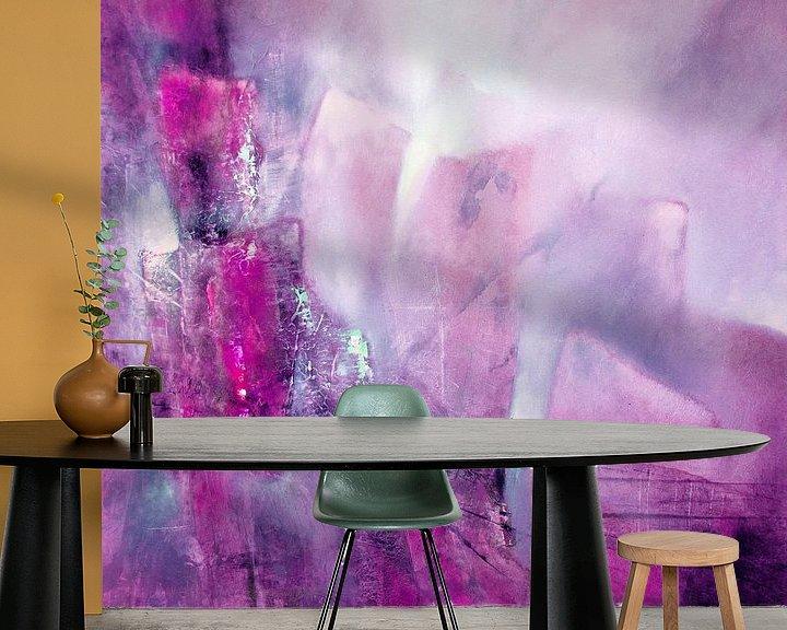 Sfeerimpressie behang: Abstracte compositie: roze, roze en een vleugje munt van Annette Schmucker
