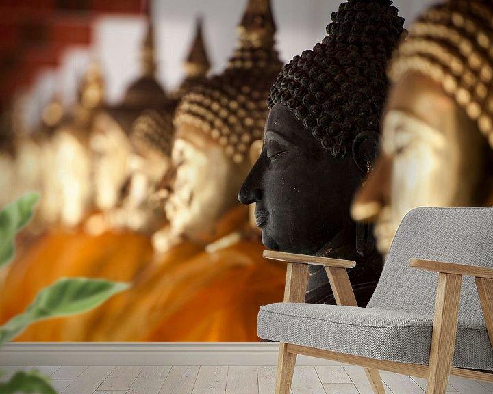 Sfeerimpressie behang: Buddha beelden op een rij van Sebastiaan Hamming