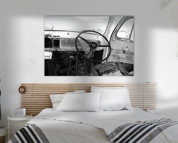 Innenraum altes rostiges kaputtes Auto von Bobsphotography