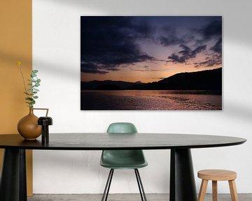 Paarse zonsondergang  Purple sunset van Inge van Tilburg