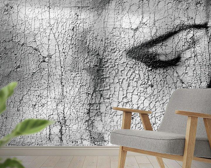 Sfeerimpressie behang: Craquelé portret in zwart-wit van Marijke de Leeuw - Gabriëlse