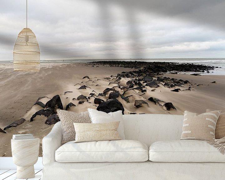 Sfeerimpressie behang: Winterse dag aan zee op het strand van Ameland aan de Nederlandse kust. van Eyesmile Photography
