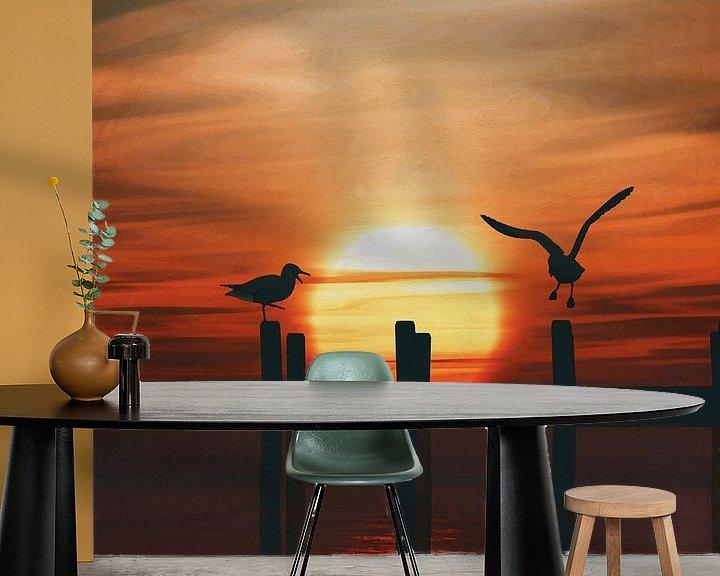 Sfeerimpressie behang: Meeuwen bij zonsondergang 5 van Jan Keteleer