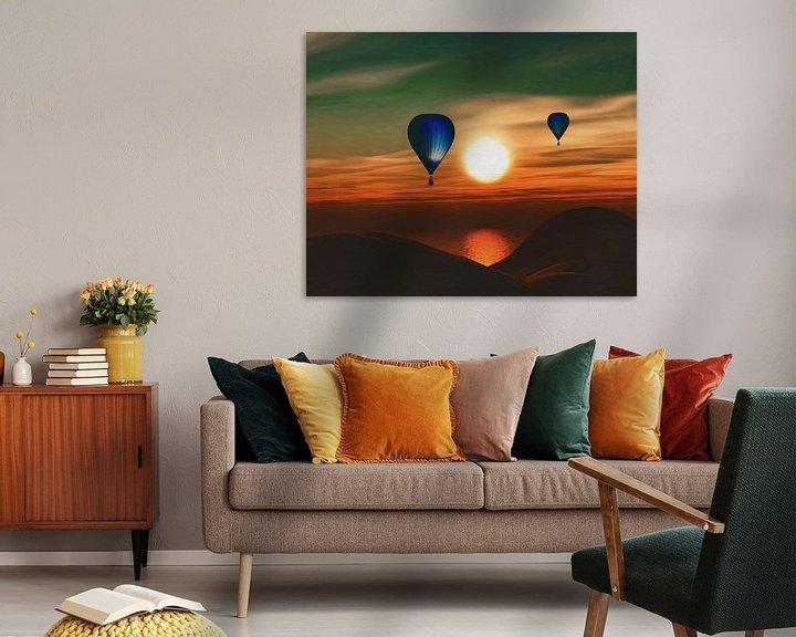 Sfeerimpressie: Heteluchtballonnen varen over de zee zonsondergang van Jan Keteleer
