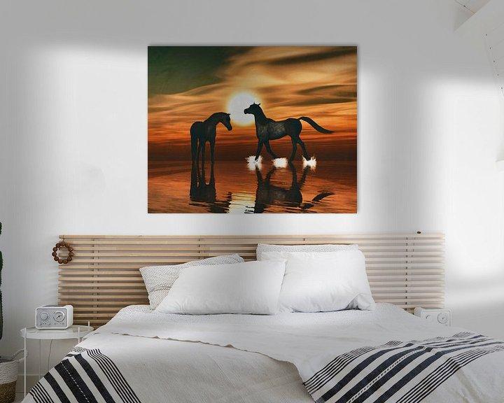 Sfeerimpressie: Paarden in de zonsondergang aan zee van Jan Keteleer