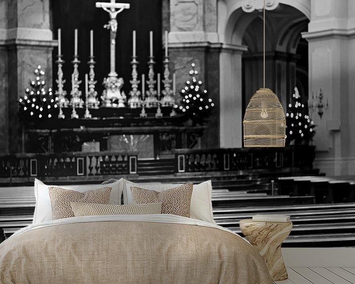 Sfeerimpressie behang: Herdenking in een kerk van Frank Herrmann