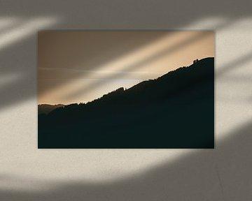 Berghelling in het ochtendlicht van Sophia Eerden
