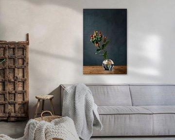 Foto | tak met rode bessen | botanisch | modern stilleven van Jenneke Boeijink