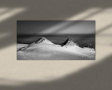 Duinen en zee in zwart-wit van Sascha Kilmer