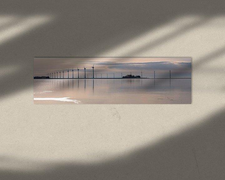Sfeerimpressie: Windmolens voor de kust van de Noordoostpolder van Henk Vrieselaar