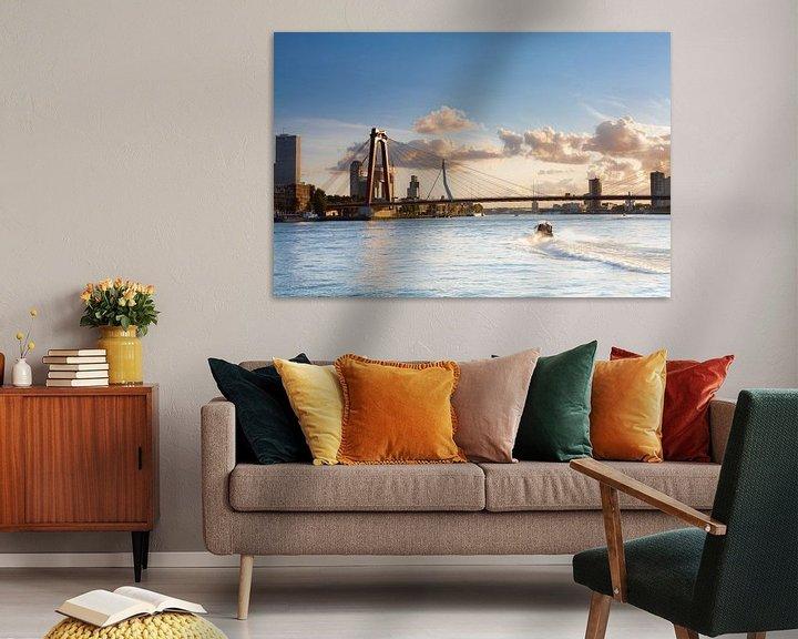 Sfeerimpressie: Willemsbrug met watertaxi van Prachtig Rotterdam