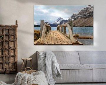 Brücke mit Blick auf den Bow Lake, Banff National Park, Kanada, Nordamerika von Mieneke Andeweg-van Rijn