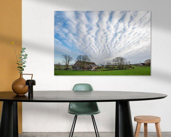 Beispiel: Schöne Wolken über traditionellem Bauernhof von Rob IJsselstein