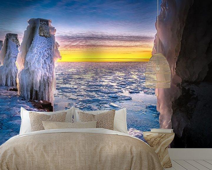 Sfeerimpressie behang: Winter landschap met ijs sculpturen  aan IJsselmeer kust van Fotografiecor .nl