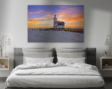 Leuchtturm 'Das Pferd von Marken' bei Marken am IJsselmeer bei Sonnenuntergang von Nisangha Masselink
