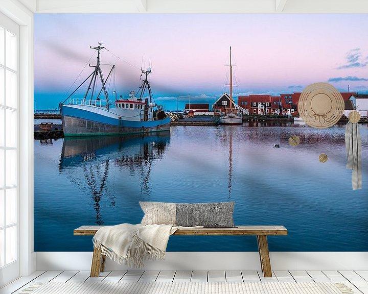 Sfeerimpressie behang: Gezicht op de haven van Klintholm Havn in Denemarken van Rico Ködder