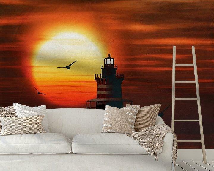 Sfeerimpressie behang: De Vuurtoren van Newport met een zonsondergang en Cumuluswolken van Jan Keteleer