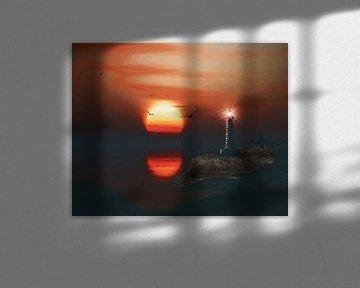 De vuurtoren van St Mathieu met een zonsondergang en wervelende veters wolken