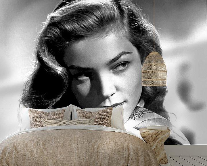 Sfeerimpressie behang: Lauren Bacall. van Brian Morgan