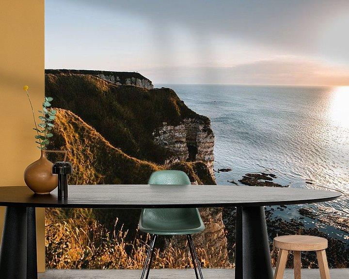 Sfeerimpressie behang: Franse zonsondergang bij krijtrotsen van Lindy Schenk-Smit