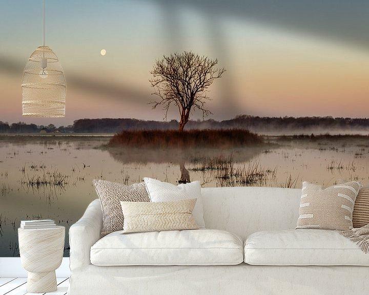 Sfeerimpressie behang: Maan boven Kloosterveld van Anneke Hooijer