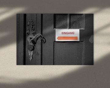 Schild mit der Aufschrift Eingang von Heiko Kueverling