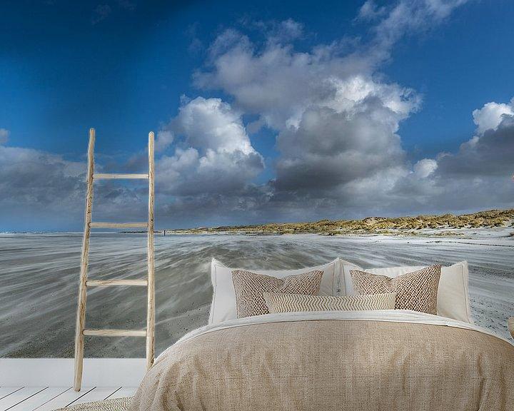 Sfeerimpressie behang: Een mooie dag op het strand met veel wind van Marjolein van Roosmalen