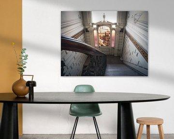 Treppengeländer in einer Villenruine in Belgien von Art By Dominic