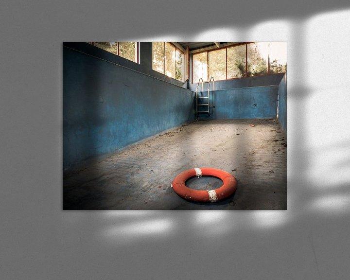 Beispiel: Schwimmbad in einer baufälligen Villa von Art By Dominic