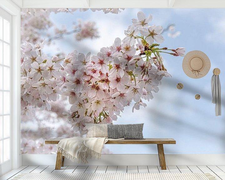 Sfeerimpressie behang: Kersenbloesem in het voorjaar van Rietje Bulthuis