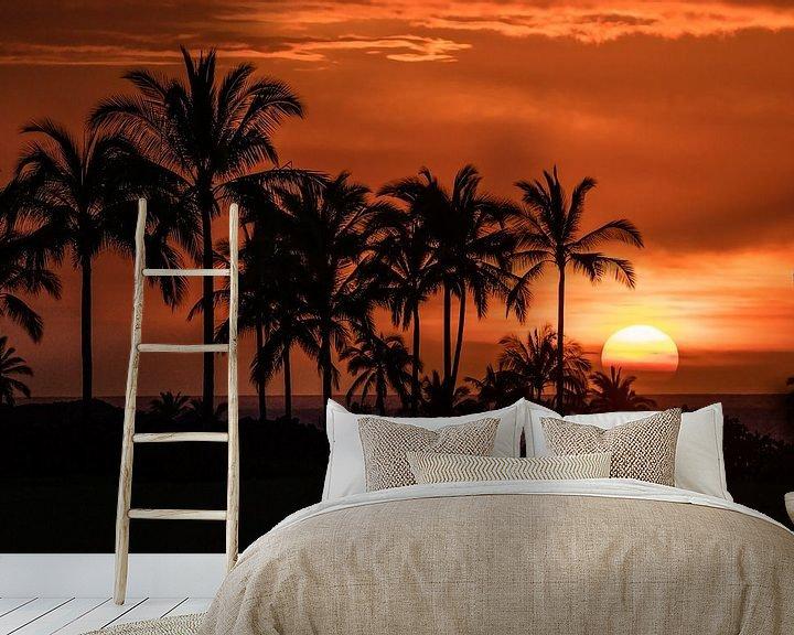 Sfeerimpressie behang: Een ongelooflijke zonsondergang in Hawaii van Jim De Sitter