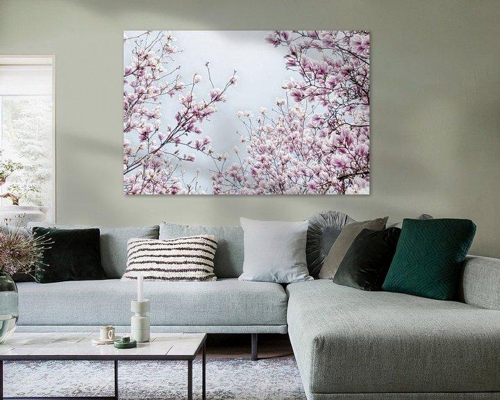Sfeerimpressie: Magnoliabloesem lentebloesem II van Jessica Berendsen