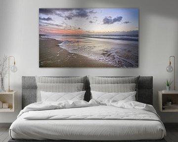 Sonnenuntergang am Strand von Pieter van Roijen