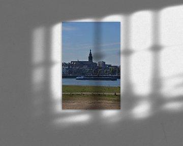 Zicht op Nijmegen met de St Stevenskerk. van Jurjen Jan Snikkenburg