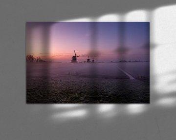 Drie  molens  in de mist van Gijs Rijsdijk