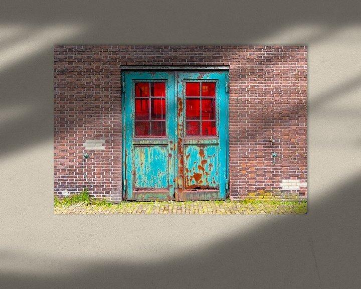 Sfeerimpressie: Urbex - Verroeste dubbele deur van Photo Henk van Dijk
