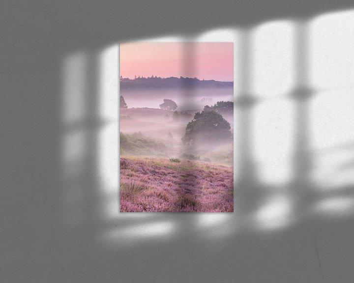 Sfeerimpressie: Een mistige ochtend op de heide - verticaal van Monique van Genderen (in2pictures.nl fotografie)