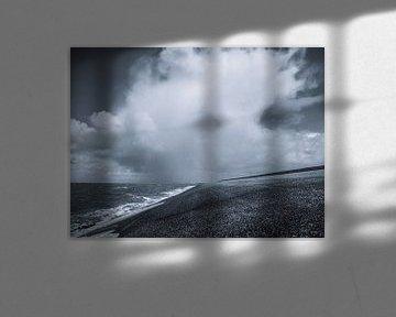Dunkle Wolken über dem Wattenmeer von Martijn Tilroe