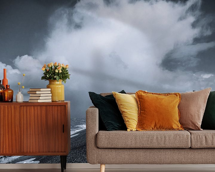 Sfeerimpressie behang: Donkere wolken boven de wadden van Martijn Tilroe